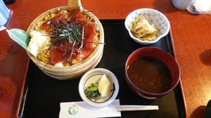 1.昼食は、おはらい町で「てこね寿司」.JPG
