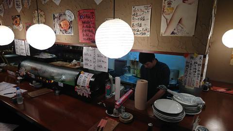 月〇 新市街店 店内.JPG